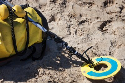 what to look for in a beach metal detector